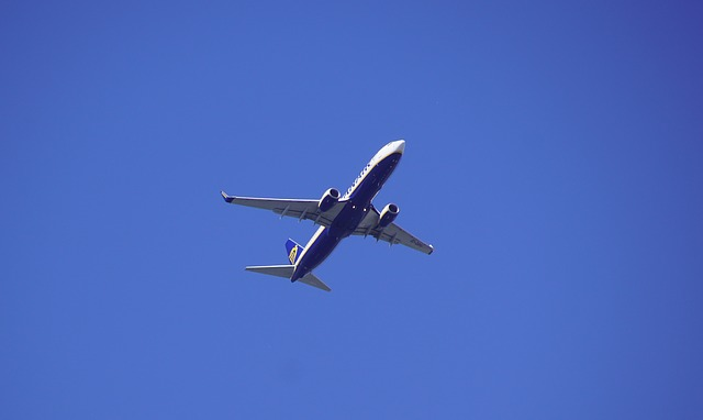 the-plane-3755173_640